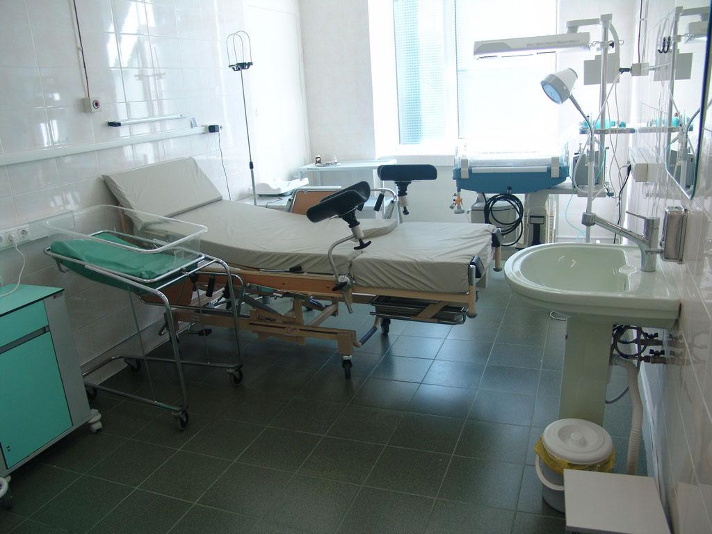 Сидит в гинекологическом кресле смотреть онлайн 2 фотография